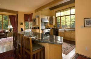 Five Bedroom Whistler Rental Home - The Bears Den Whistler Photographs