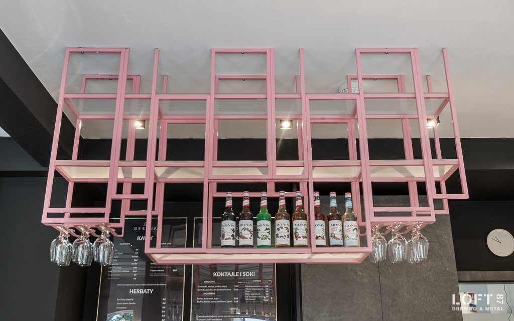 Realizacja Loft 87 kawiarnia Besova metalowa konstrukcja baru