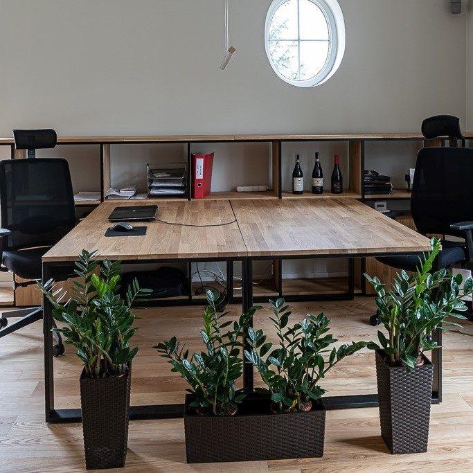 Loftowy stół biurowy