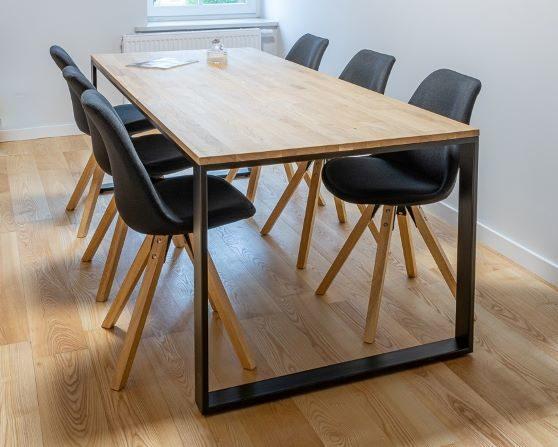 Loftowy stół do jadalni Cherokee 2