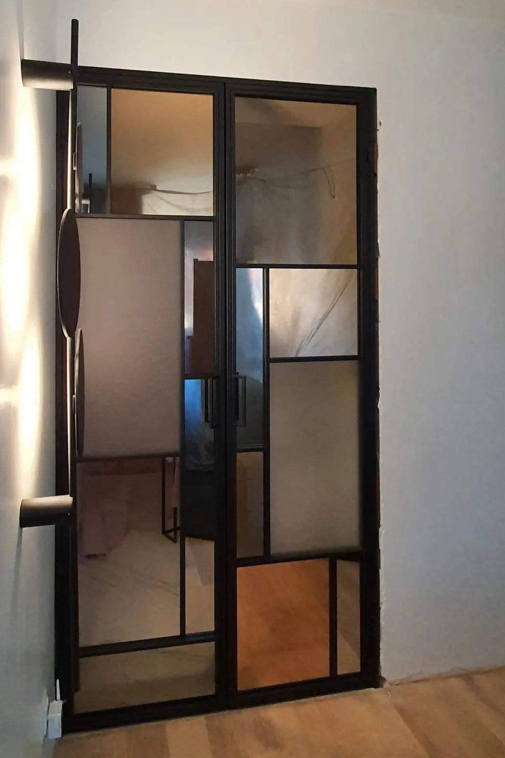 loftowe drzwi otwierane dwuskrzydłowe z witrażem