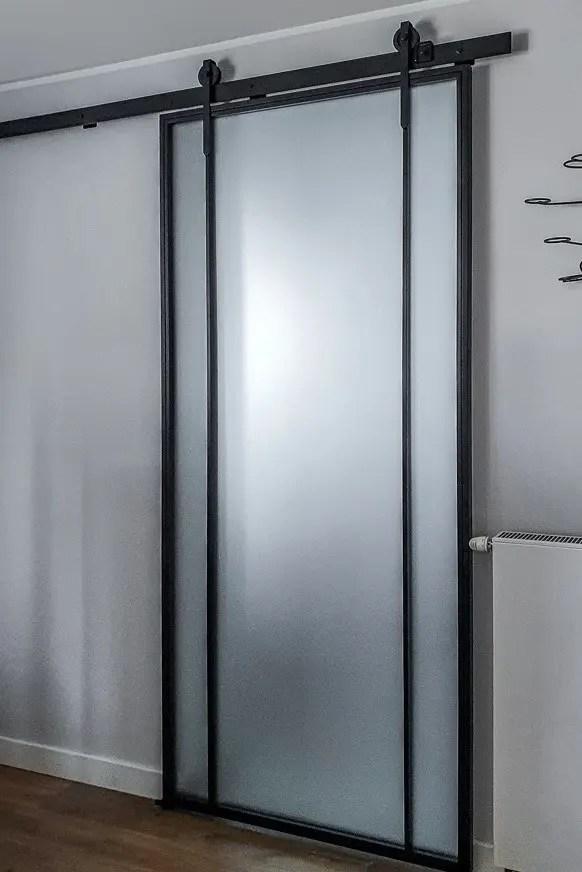 Loftowe drzwi przesuwane na szynie