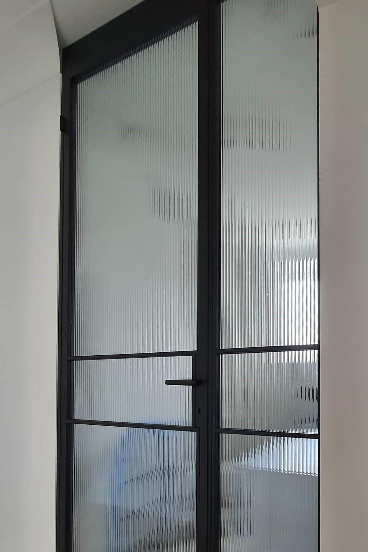 Drzwi loftowe otwierane