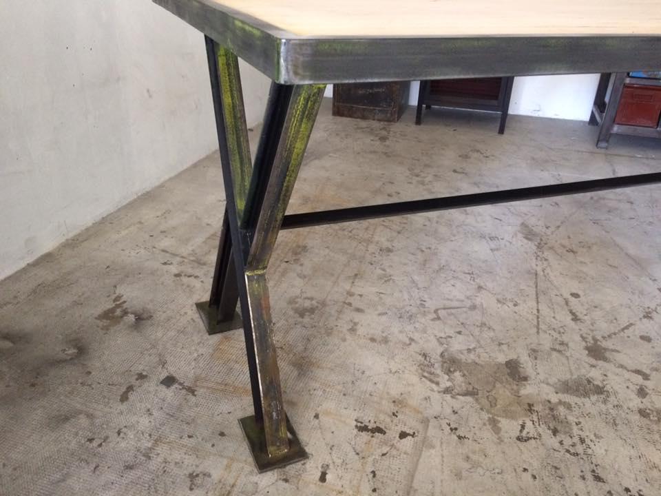 TABLE IPN INDUSTRIEL CHENE