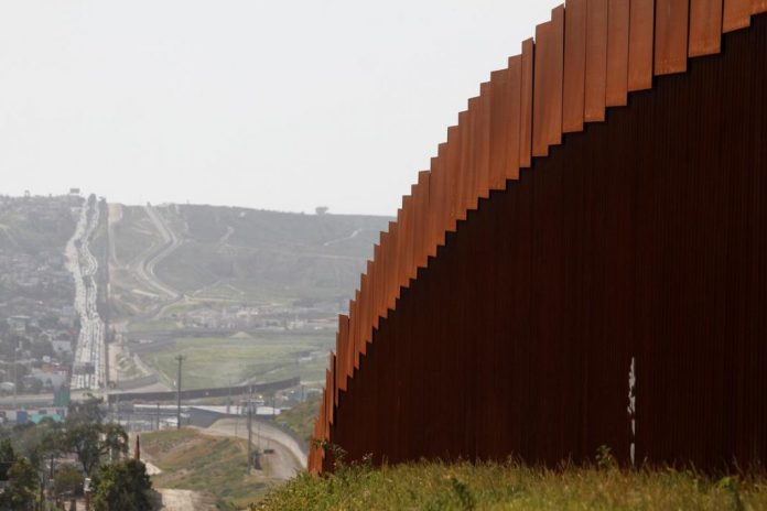 [NEWS] Frequent crossers of U.S.-Mexico border fret over threatened shutdown – Loganspace AI