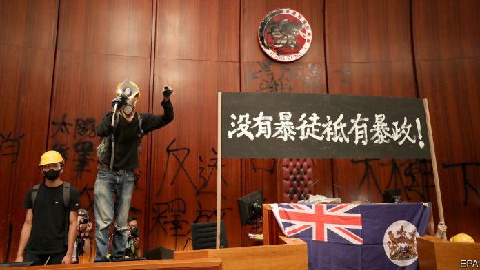[NEWS #Alert] Hong Kong protesters storm the legislative council! – #Loganspace AI