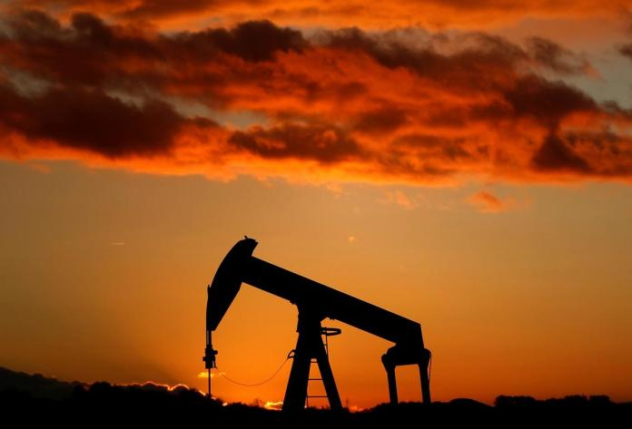[NEWS] Oil dives 4% to seven-month low on surprise U.S. stock build, trade war – Loganspace AI