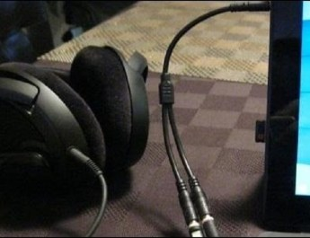 Connect-a-Headset-to-a-Laptop