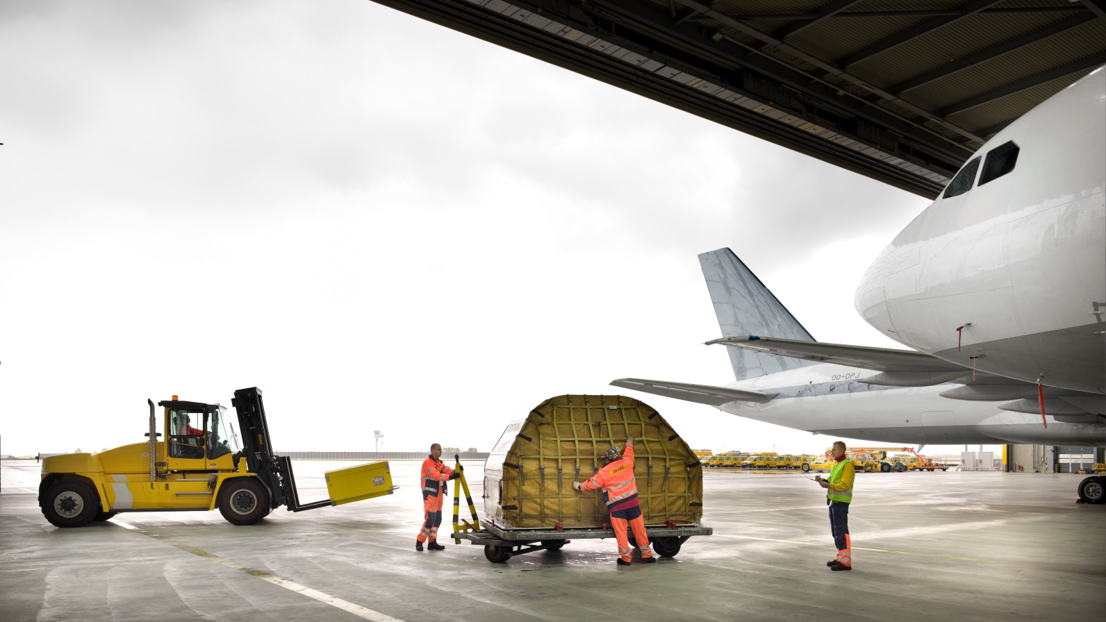 Global Air Freight Forwarding   DHL Global Forwarding   United Kingdom Our flexible and diverse products  global reach   local knowledge  all  delivered hassle free by our Air Freight Experts