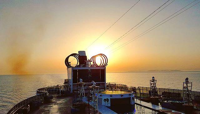 Let it go the sun into the circle #sunset #mscseaview #msccruises #cruising #cruise #crew #sailing #travel #traveling #traveler #instatravel #instago #instagood #trip #photooftheday #instapassport #instatraveling #mytravelgram #travelgram #travelingram #igtravel #instalife #travelblog #sea #travelstoke