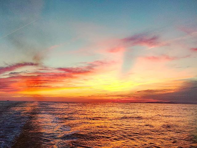 Neverless sunset  #postcard #cruising #cruise #crew #sailing #travel #traveling #traveler #instatravel #instago #instagood #trip #photooftheday #instapassport #instatraveling #mytravelgram #travelgram #travelingram #igtravel #instalife #travelblog #sea #travelstoke