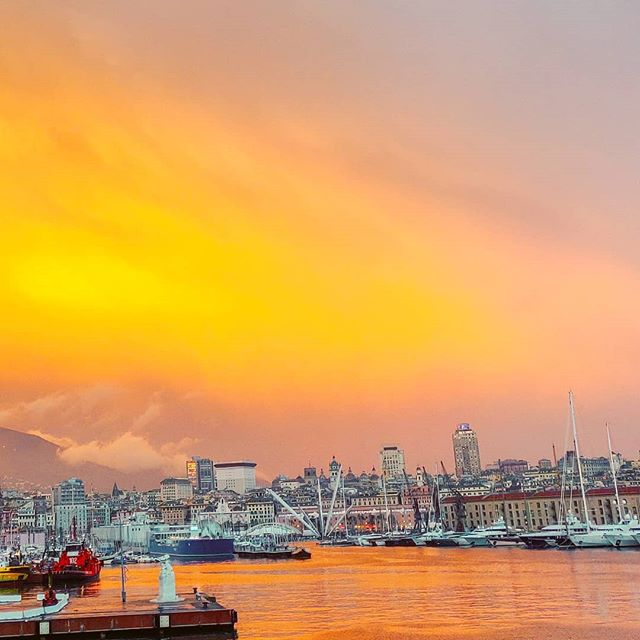 The red mood •••#redsunset #sunset #genoa #sailor #cruising #cruise #digitalsailor #crew #sailing #travel #traveling #traveler #instatravel #instapassport #instatraveling #travelgram #travelingram #igtravel #travelblog #sea #travelstoke