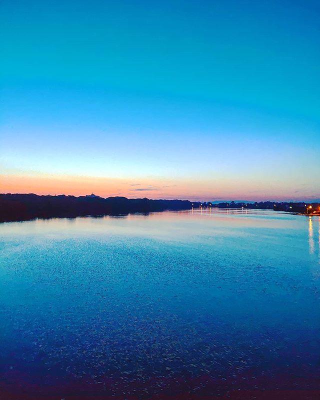 Sunset at lake #sabaudia #igerslatina #dusk #sun #refelctions ••• #sea #beach  #sand #water #naturelovers #seascape #beautiful  #natureza #vitaminsea #seaview #refelctions #summervibes #seaside #riverside #ocean #amazing #nature #ripples #water_shots #waterfall #bluesea #sealovers