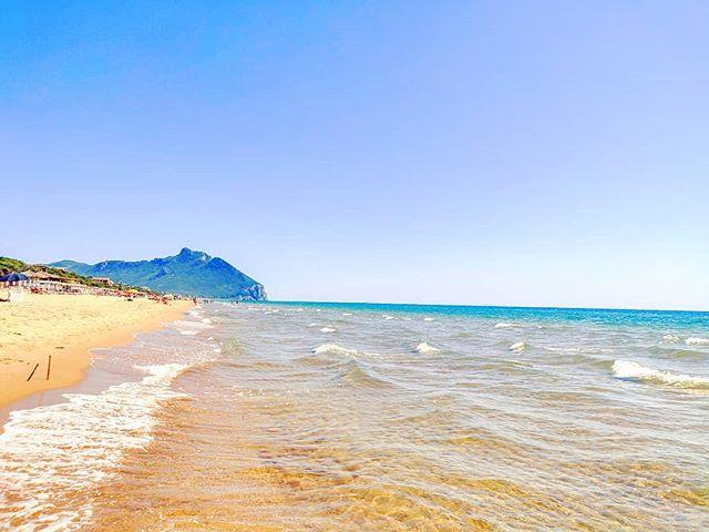Daily energy recovery 😎️•••#sabaudia #sea #sand #beach #circeo #nature #theoutdoorfolk #nature_lovers #naturephotography #natureshots #outdoors #nature_good #getoutside #earthgallery #tree_magic #tree #natureworld_photography #beautyofnature #in2nature #ig_naturelovers #ig_nature #natureswonder #ig_naturevibes #naturegram #mothernature