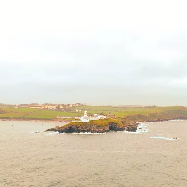 Cobh, Ireland lighthouse•••#ireland #lighthouse #cruising #cruise #crew #sailing #sailor #lifeatsea #travel #travelling #traveler #instatravel #trip #lifeofadventure #instapassport #instatraveling #mytravelgram #travelgram #travelingram #igtravel #instalife #ig_worldphoto #traveling #travelblog #instago #travelstoke