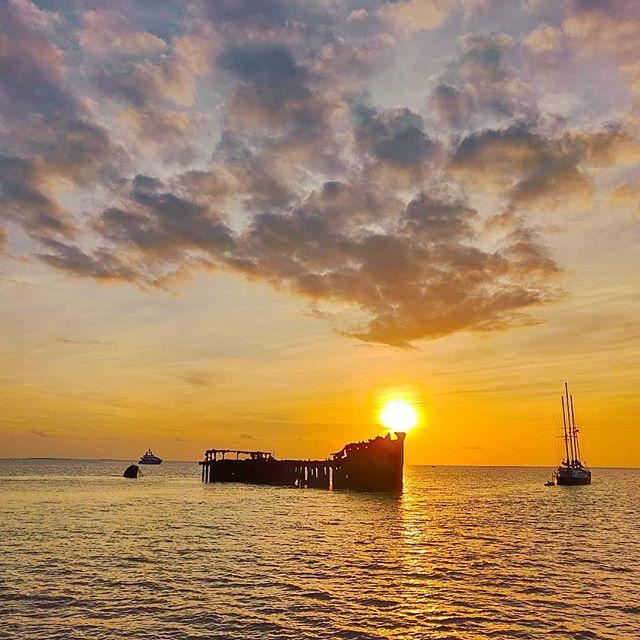 Postcard from Bahamas 🇧🇸  #bimini #bahamas 🇧🇸 #travelgram #sunset_stream #sunset_pics #travelblog #sealife #seaview #travelling #travelholic #travelstoke #travelingram #travels #travelpics #travelphotography #sealovers #travelphoto #prilaga #sunsetlovers #travellife #sunsetphotography #travel #traveladdict #sea #sunset #sunset_ig #traveling #sea