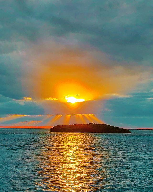 Not all the sunrises are the same ️🏝️🤙 #bimini #bahamas #sunrises #traveladdict #travelblog #travels #sunrise #travelingram #island #seascape #sunrise #traveler #travelphotography #travelstoke #traveling #seashore #sealife #travelawesome #travel #travellife #travelblogger #traveller #sea #seaside #travelgram #seaview #travelbug