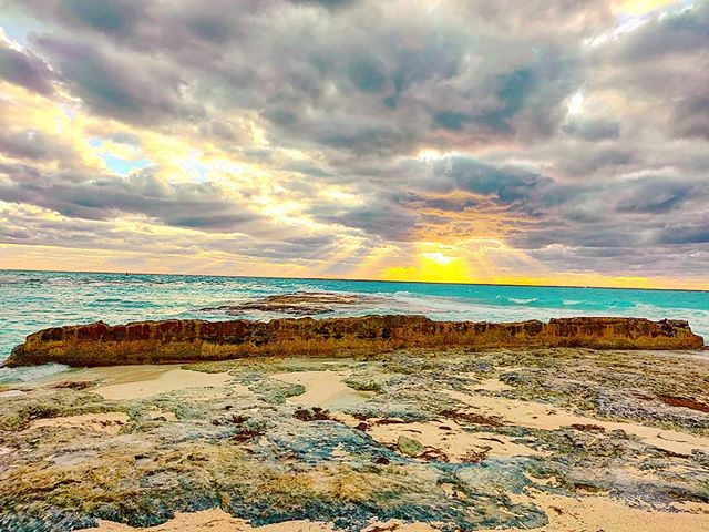 Go beyond the wall that divide from happines️ #bimini #bahamas #beach #clouds #sunset #travelblogger #rocks #sea #travelling #travelpic #travellife #sunsets #traveling #travel #sun #sunsetbeach #sunsetview #sunsetlovers #sunset #travelstoke #travelholic #travelphotography #travelingram #travelgram #traveler #traveladdict #travelawesome
