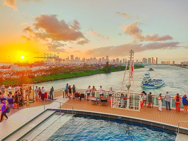 See you soon Miami 😎 #mscseaside #msccruises #traveldiaries #sunset_madness #travellife #travelphotography #sunset_pics #travelawesome #traveler #traveladdict #travel #travelpics #travelphoto #crewlife #travelingram #cruiseship #traveling #sunset #traveller #travelstoke #miami #crew #travelling #travelgram #cruise #travels #cruiselife #sunsets #sunset