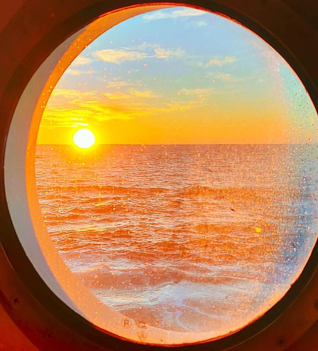 Wake up Sailors! 🧜‍♂️ #crew #sailing #sailor #lifeatsea #travelphoto #travelpics #traveltheworld #cruiselife #porthole #traveldiaries #travellife #traveladdict #travelblogger #traveler #travelling #travel #cruise #cruiseship #travelingram #travelblog #sailor #traveling #travelstoke #travelphotography #crewlife #travels #travelawesome #sunrise #traveller #portholeview #travelgram