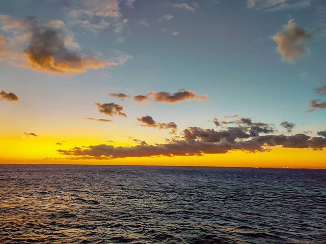 Just another stunning sunset over the Caribbean sea 🤙 #crew #crewlife #lifeatsea #seascape #travellife #caribbeanlife #travel #traveladdict #travelpics #travelingram #traveler #travelstoke #sailor #travelholic #prilaga #travelphotography #traveling #seaside #sunsetlovers #caribbean #travelling #traveller #traveltheworld #sunset #sunsets #travelblogger #sunset_madness #travelgram #sea