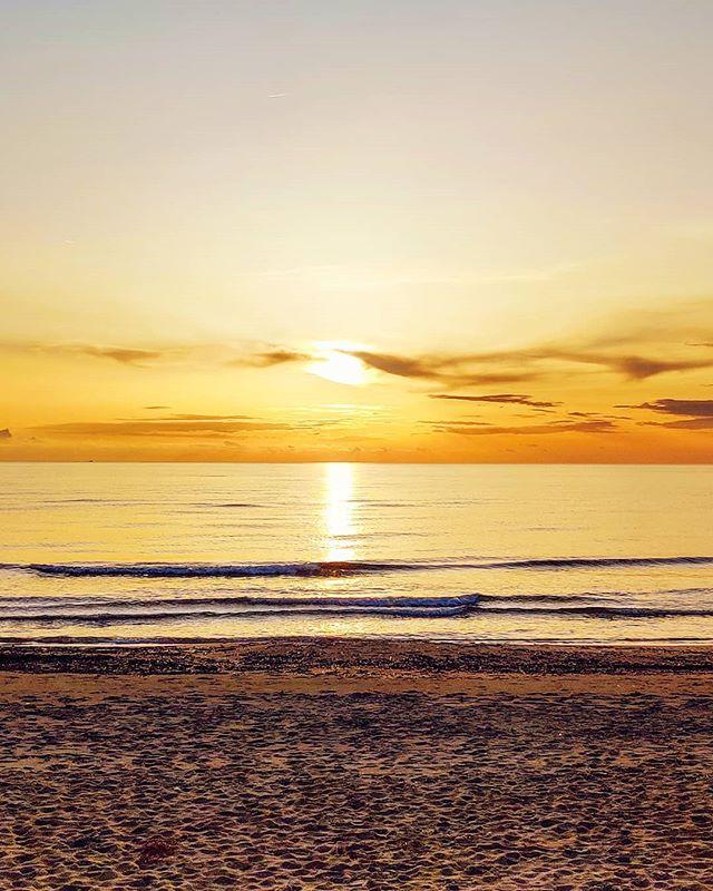 Neverending sunset 🤙 @igersitalia @igerslatina #sabaudia #winter #sunset #travels #beach #traveler #travelling #travelphoto #seaside #travel #traveller #traveladdict #travellife #mytravelgram #beachlife #beachvibes #travelholic #travelingram #travelstoke #travelawesome #traveling #travelgram #travelphotography #beachday #traveltheworld