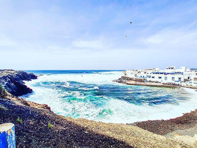 El Cotilio, Fuerteventura 🌬️🤙 #elcotillo #postcard #traveldeeper #travelstoke #waves #travelling #canaryislands #fuerteventura #travelers #traveladdict #sealife #travelphotography #seaside #seascape #travelgram #bigwaves #travel #travelingram #traveler #sea #beachwaves #seaview #travelphoto #traveling #travellife #travels