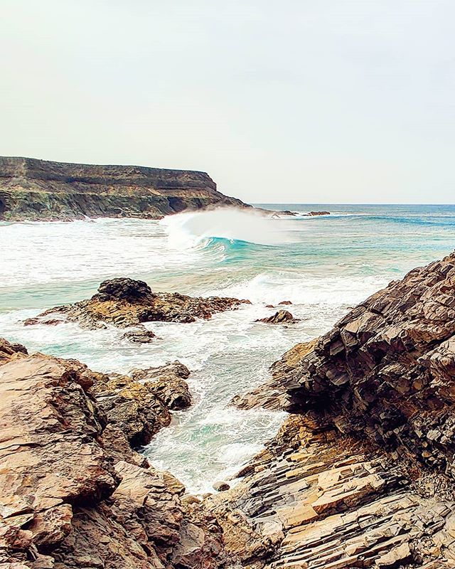Pure vibes 🤙♂️ #losmolinos #rockon #beachwaves #seascape #travelphotography #travelgram #travelingram #travelling #traveler #traveling #travelblogger #sealife #traveladdict #travel #travelawesome #sea #traveller #traveltheworld #fuerteventura #seaside #waves #canaryislands #travelmore #travelstoke #seaview