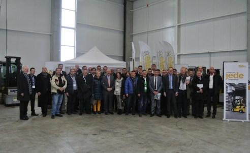 Yale-Händler in der Halle für Mietfahrzeuge bei Ziegler Gabelstapler im GVZ Region Augsburg (©COM.SENSE)