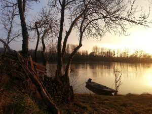 Balade en bateau au crépuscule