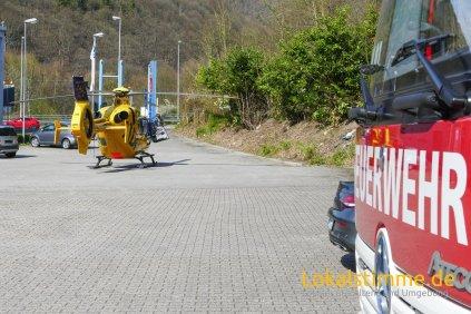 Ein Rettungshubschrauber landete auf dem Parkplatz am Autohaus zur Burg um einen Patienten aufzunehmen und auszufliegen.