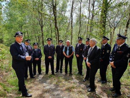 Feuerwehrleute aus Hemer Gedenken an das schwere Unglück am Wixberg vor 50 Jahren. Dabei kam ein Feuerwehrmann ums Leben. Foto: Feuerwehr Hemer