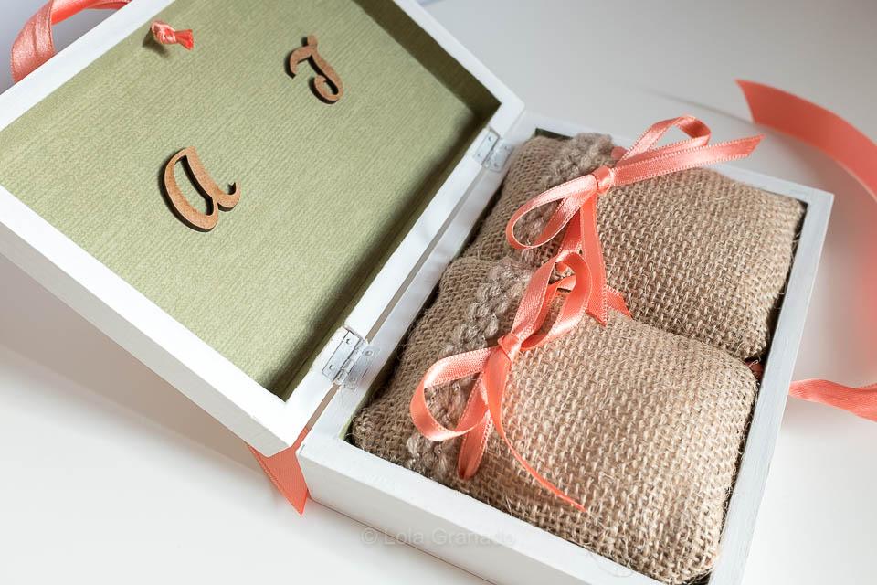 Caja anillos boda Anna y Jose con sacos de arpillera