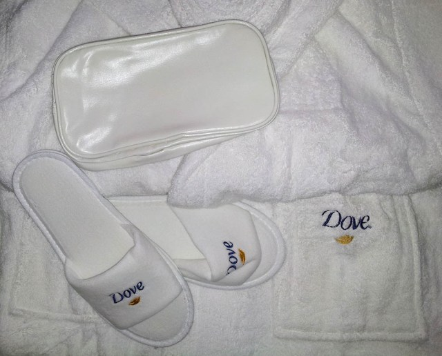 Dove Invisible Dry, set de baie