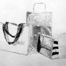 Adolescent-nature morte sacs en papier- Fusain
