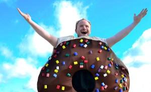 6 reasons we're sweet on Lifeline Theatre's 'Arnie the Doughnut'