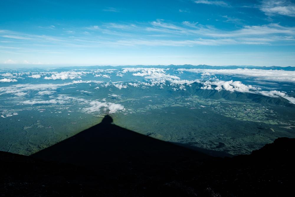 Ombre du Fujisan sur la vallée
