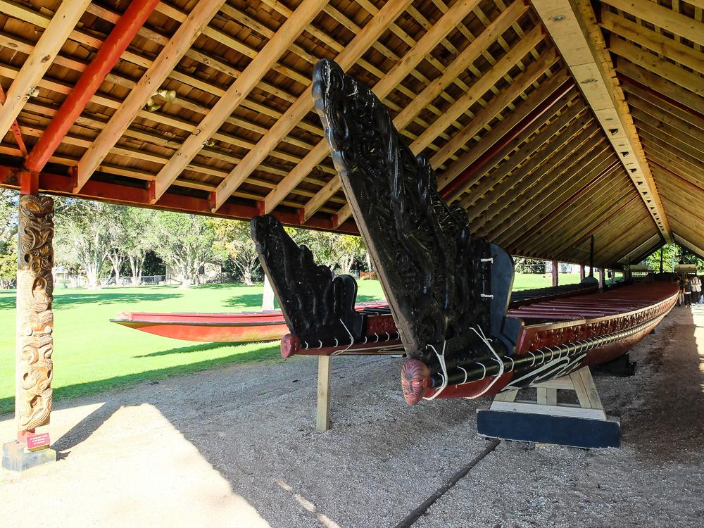 Le-Waka-bateau-maori-sculpte-2