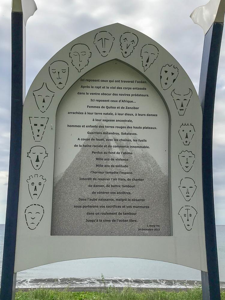 Stele du souvenir de la fosse commune
