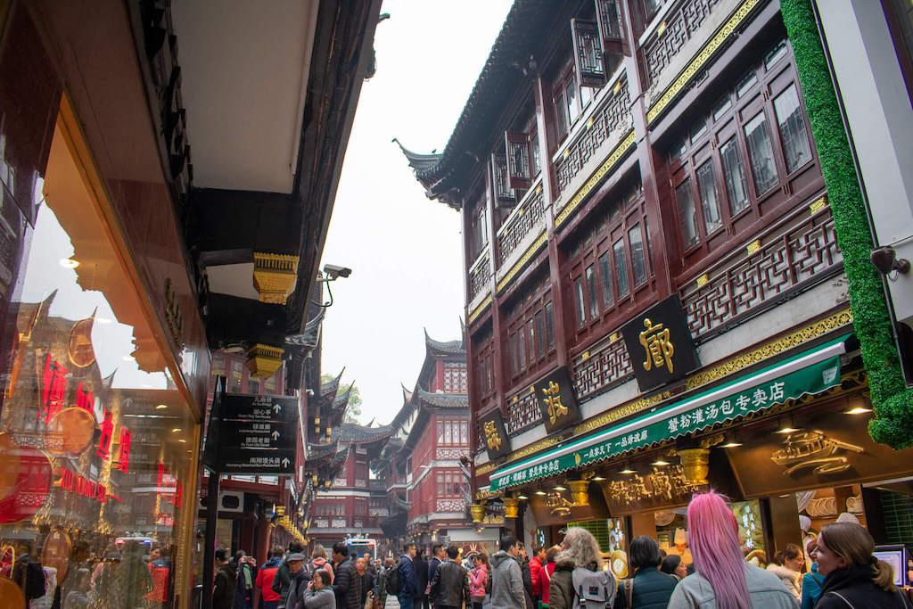 Yu Garden Bazaar in Shanghai, busy street