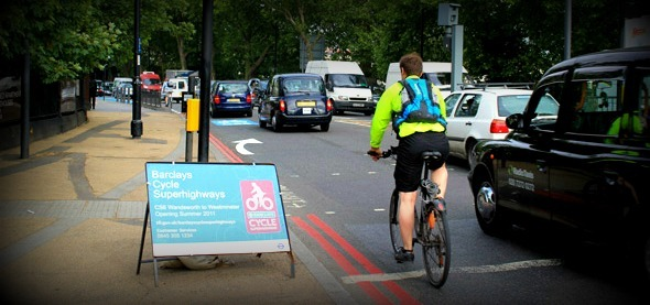 Cycle Superhighway 8 showing the starting sign that points the route