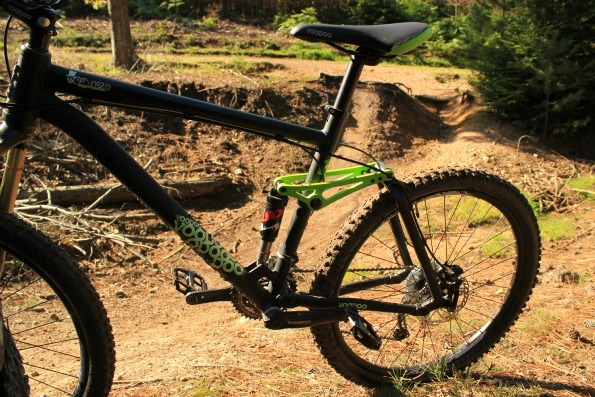 canzo mountain bike with jumps