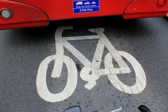 Keep out of the bus lane symbol