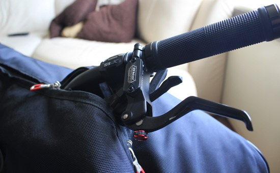 Scicon Aerocomfort 2.0 bag with handlebars popping out
