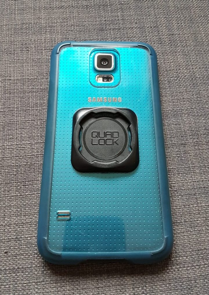 Universal mount on phone case