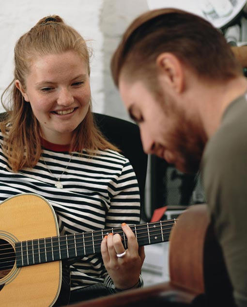 Guitar Lessons Bromley-by-Bow