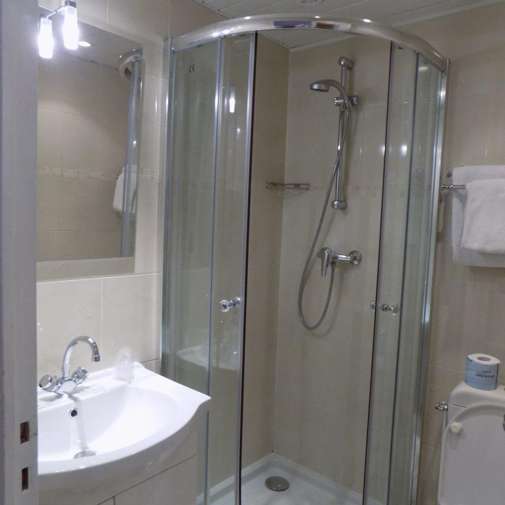 hotel Chopin shower