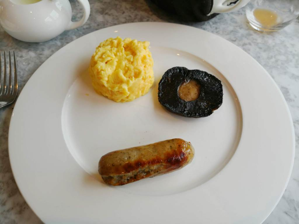 hot breakfast, egg,mushroom and sausage at Dormy House