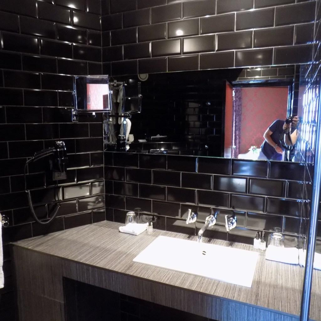 Hotel du Petit Moulin bathroom