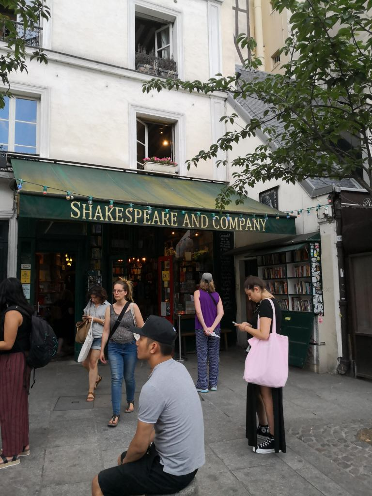 Shakespear and company bookshop